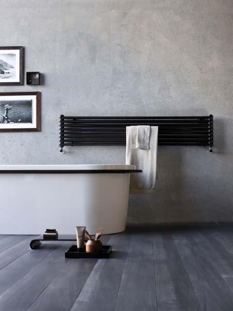 radiadores do banheiro do projeto, radiadores horizontais, radiadores de prata