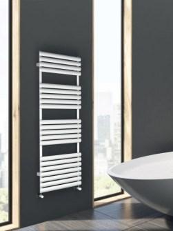 Handtuchheizkörper, Badezimmerheizkörper, purpurroter Heizkörper, modernes Badezimmer