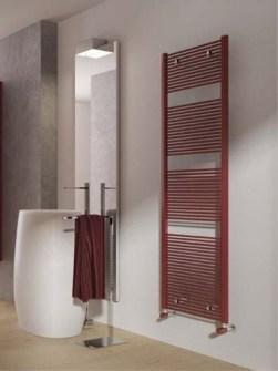 стильний радіатор, кольоровий радіатор, радіатори з червоним рушником, стилі радіатора