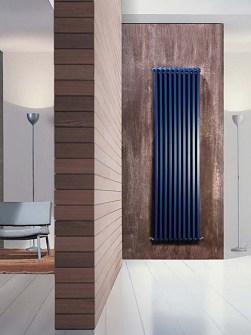 šiuolaikiniai radiatoriai, vertikalus radiatorius, spalvotas radiatorius, mėlynas radiatorius