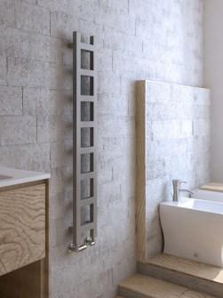úzky kúpeľňový radiátor, čierne rebríky na uteráky, rebríkový radiátor